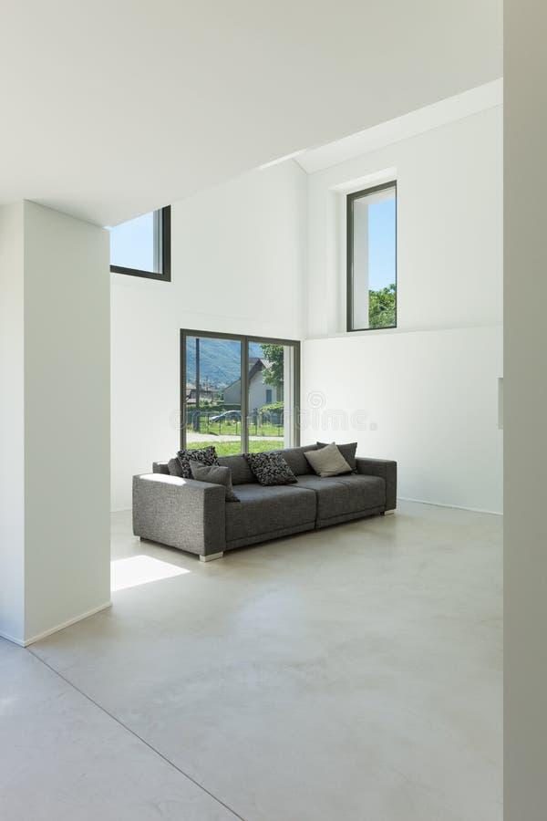 内部,有沙发的客厅 免版税库存照片
