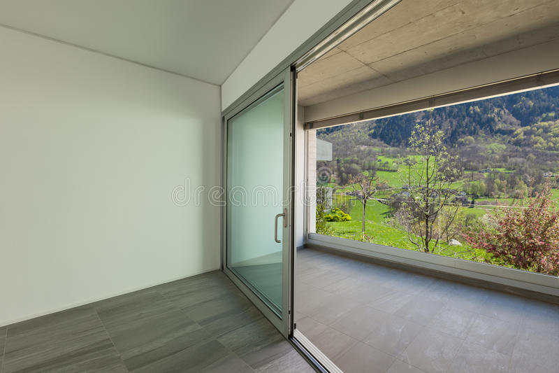 内部,有阳台的室, 库存图片