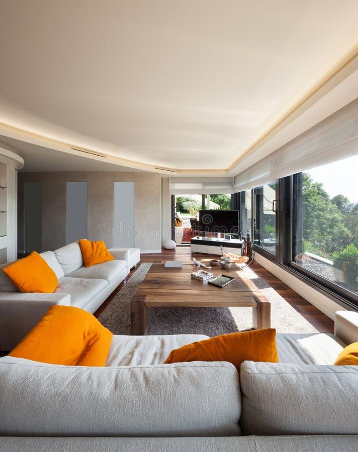 内部,美丽的客厅 免版税图库摄影