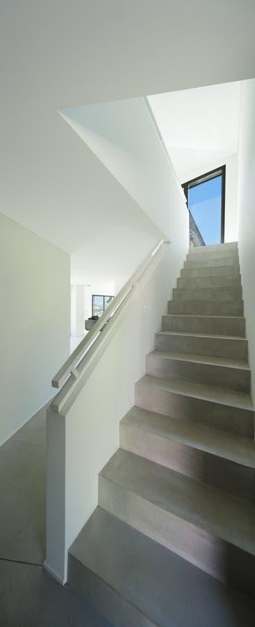 内部,水泥楼梯 免版税库存照片