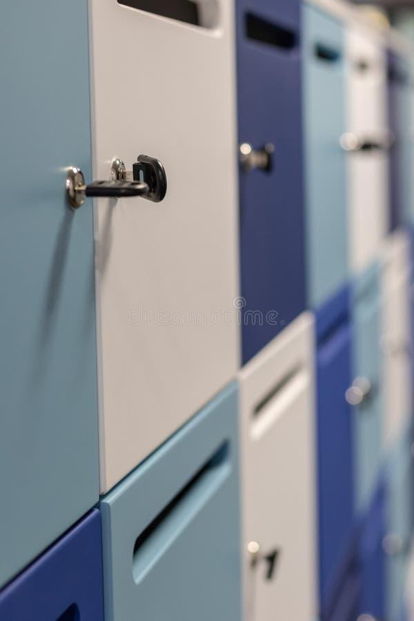 内阁衣物柜钥匙 库存照片