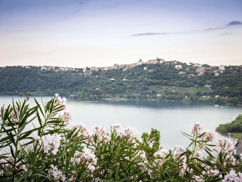 冈多菲堡和阿尔巴诺湖,意大利 图库摄影