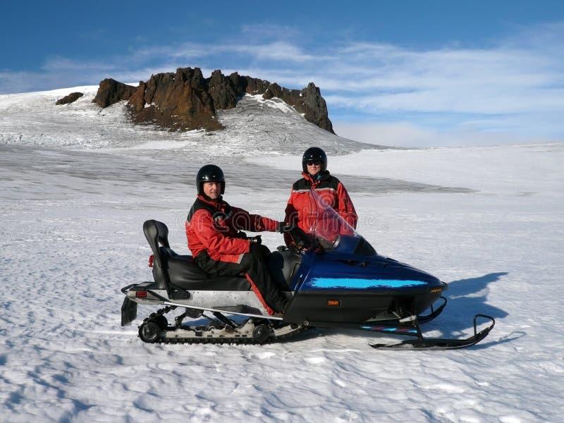 冒险冰岛游人 库存照片