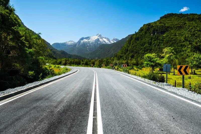 冒险和风景路 免版税库存照片