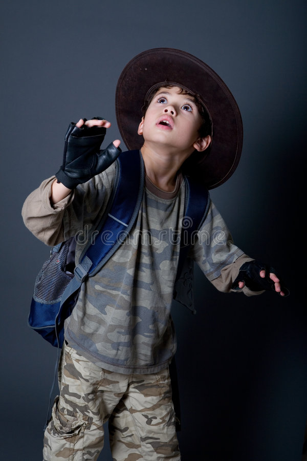 冒险家是男孩假装 免版税库存图片