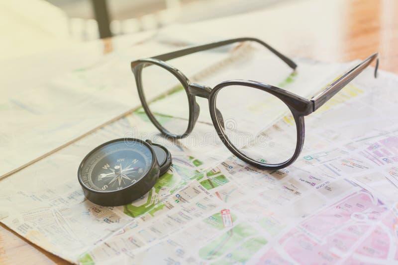 冒险旅行的概念玻璃的 免版税库存图片