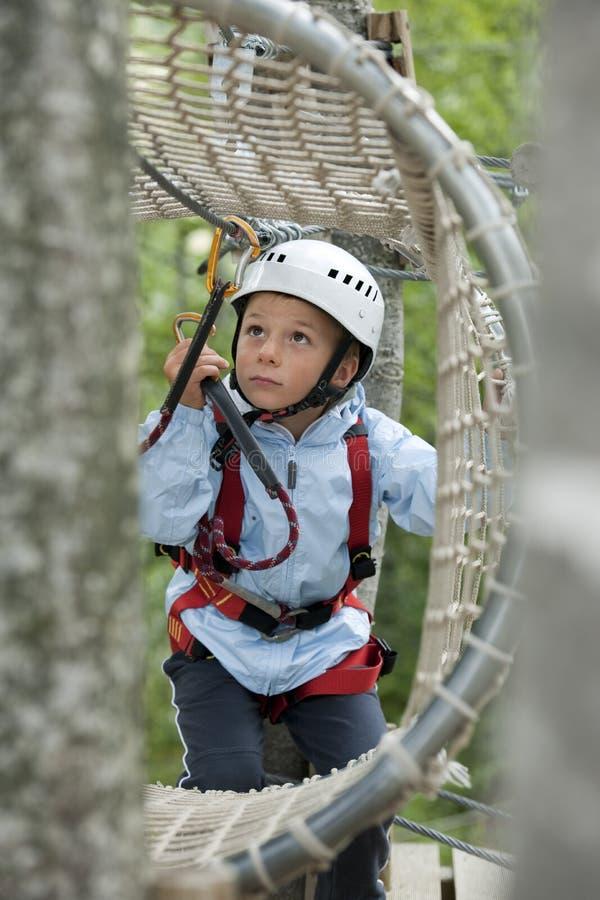 冒险男孩少许公园 免版税库存图片