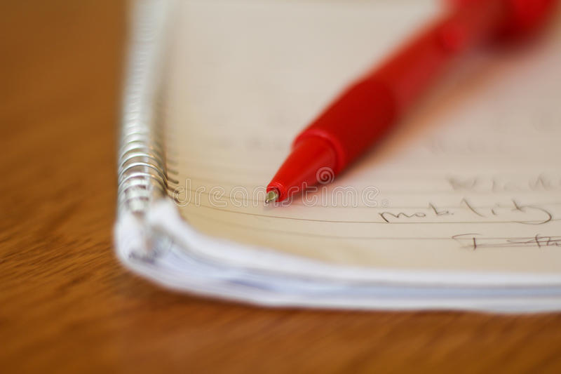 写作说谎在与有些词的一个笔记薄 免版税库存照片