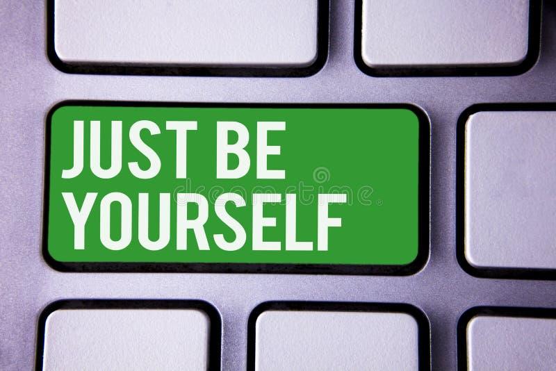 写手写的文本是你自己 概念意思自已态度信心真实的确信的诚实刺激白色文本t 库存照片