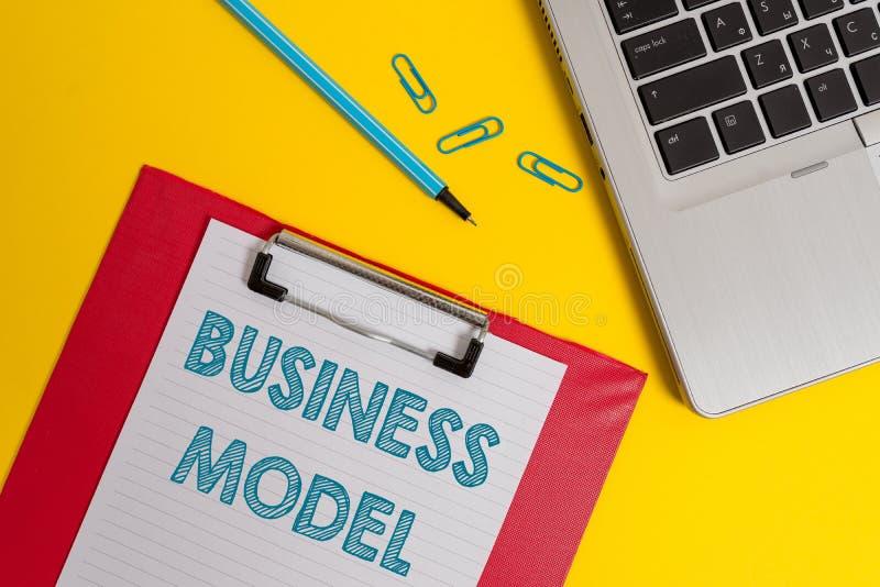 写文本业务模式的词 辨认的收入来源企业概念计划关于怎样获得利润开放 免版税库存照片
