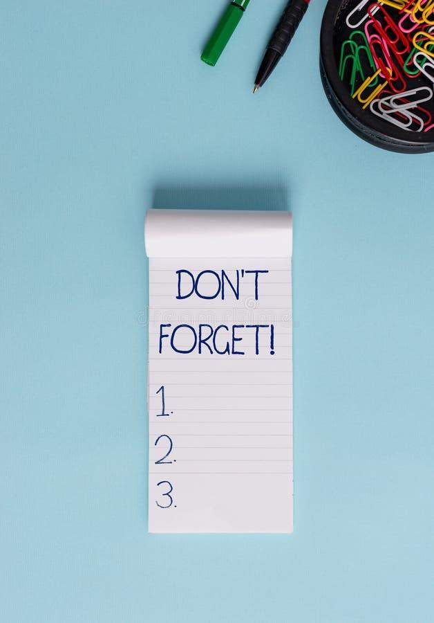 写文本唐T的词忘记 企业概念为使用提醒某人关于一个重要事实或细节笔记本 库存图片