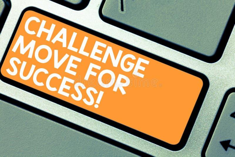 写文本挑战移动的词为成功 专业运动战略的企业概念能成功键盘 免版税图库摄影
