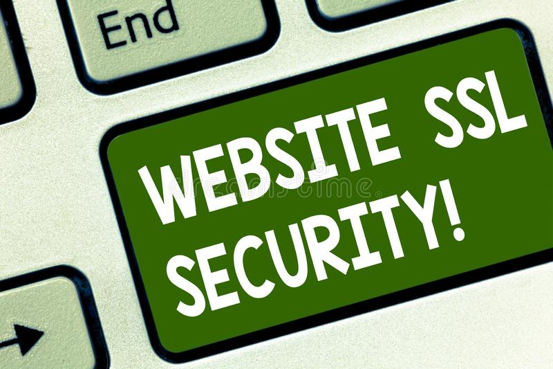 写文本网站Ssl安全的词 被加密的链接的企业概念网络服务器和浏览器键盘之间 免版税库存图片