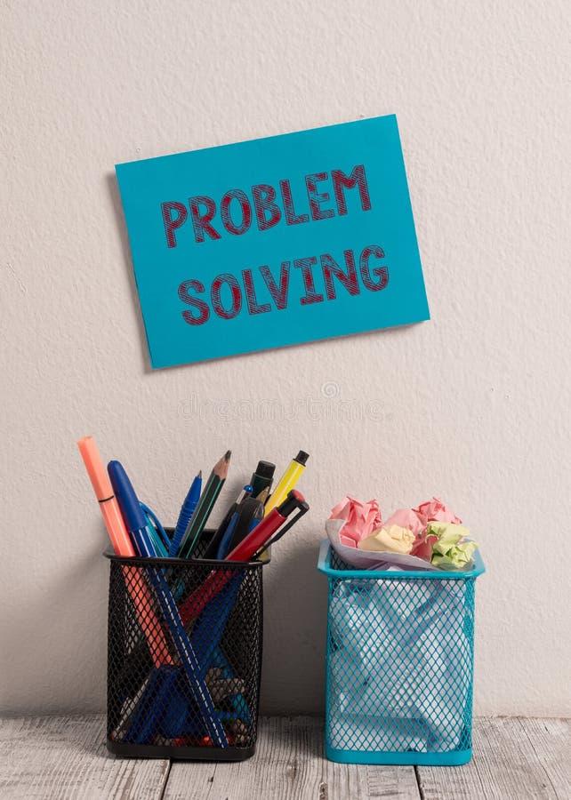 写文本解决问题的词 发现对蓝色困难或的复杂问题的解答的过程的企业概念 图库摄影