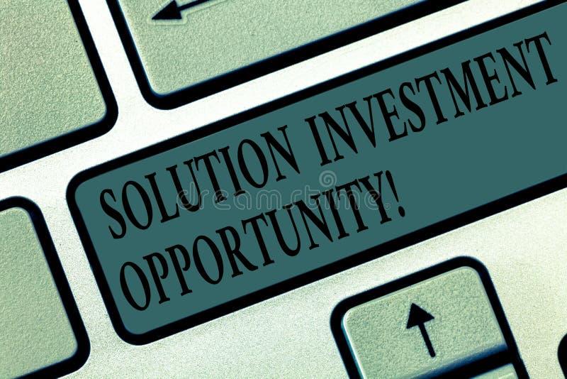 写文本解答投资机会的词 战略的企业概念在承担事务前 免版税库存照片