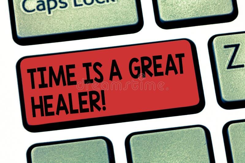写显示时间的笔记是一位了不起的愈疗者 陈列感情痛苦的企业照片较不一会后将增长 免版税库存图片