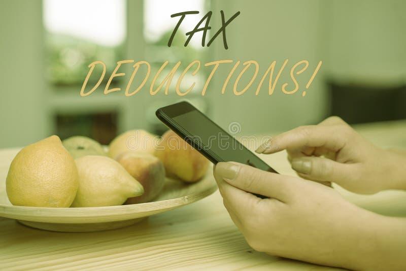 写税收减免的手写文本 意味能被收税费用的减少收入的概念 库存照片