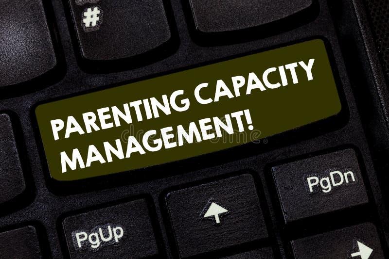 写笔记陈列做父母的容量管理 企业照片陈列的父母能力保护孩子从 免版税图库摄影