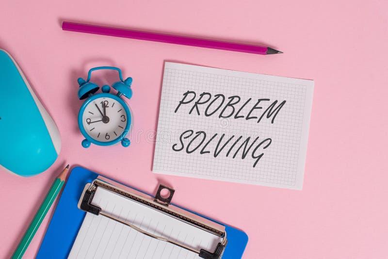 写笔记陈列解决问题 发现对困难或复杂的解答的企业照片陈列的过程 免版税图库摄影