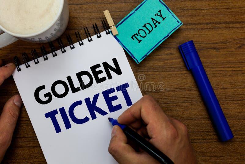 写笔记陈列金黄票 企业照片陈列的延期通入VIP护照票房收入位子事件人 免版税库存照片