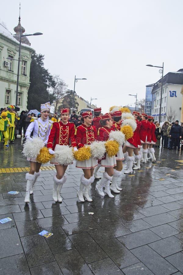 军乐队女队长的节日在街道上的 库存照片