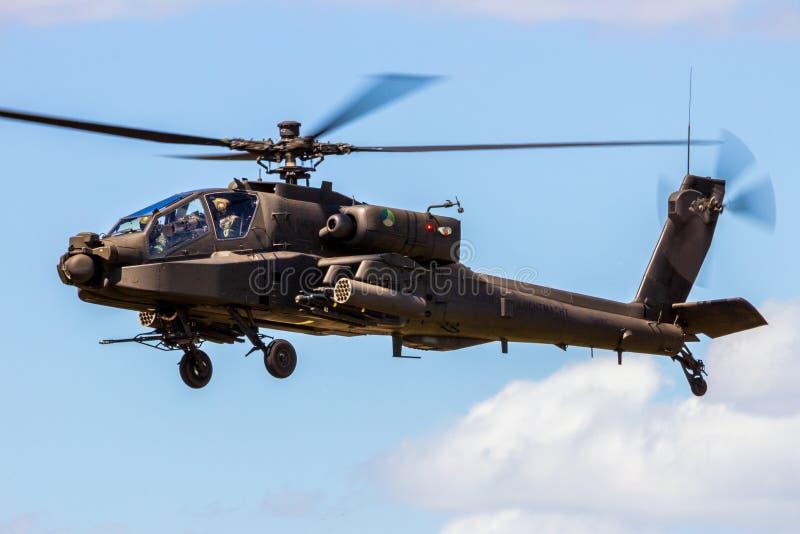 军事亚帕基攻击用直升机盘旋 库存图片