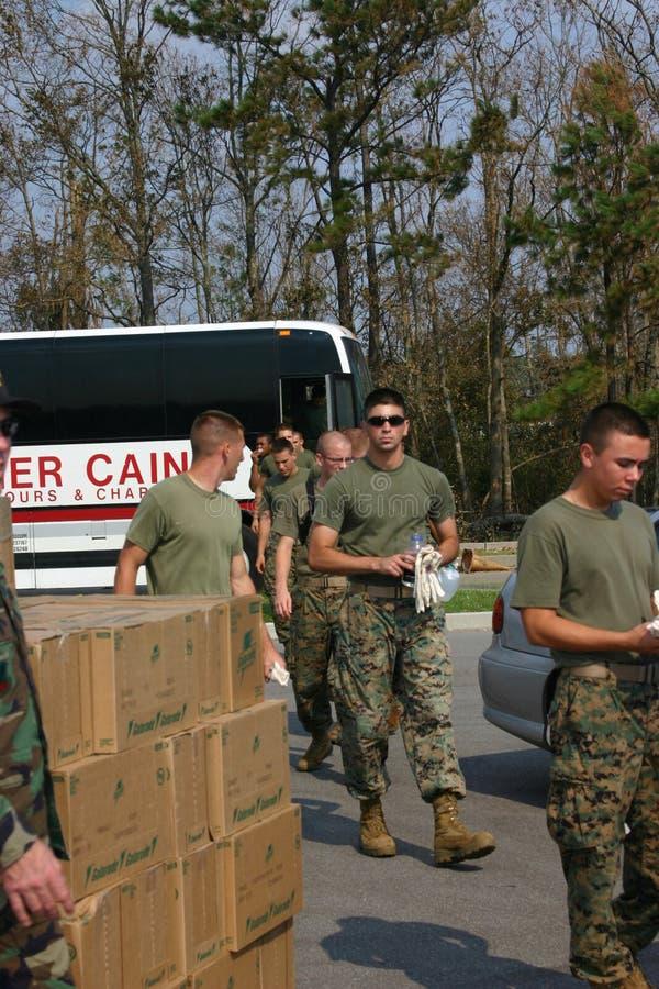 军事人员到达开始运输供应 库存照片