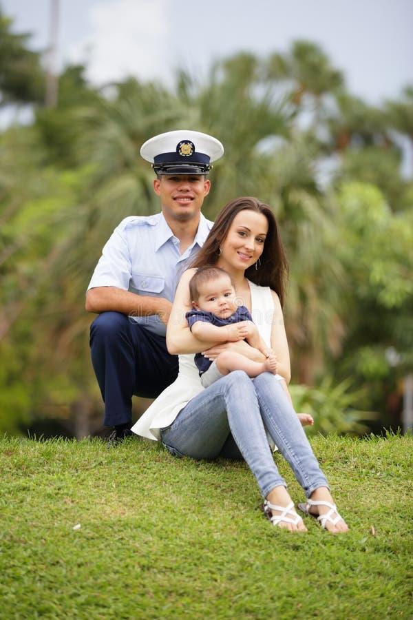 军事家庭在公园 图库摄影