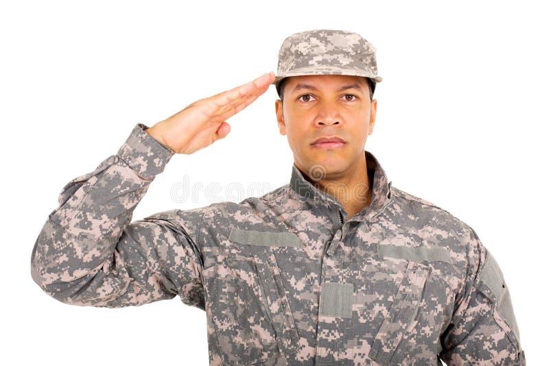 军事战士向致敬 免版税库存图片