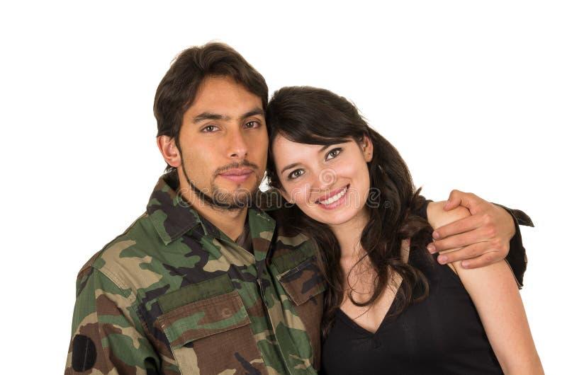 年轻军事战士回来遇见他的妻子 免版税库存图片