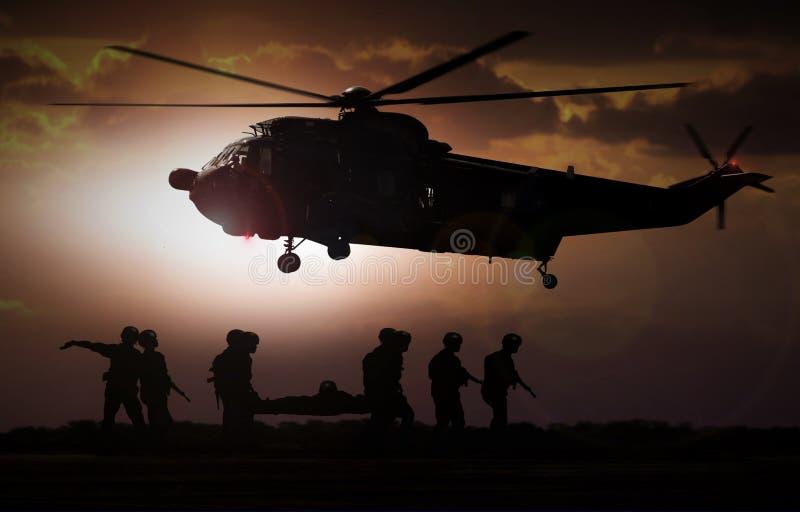 军事抢救直升机 图库摄影
