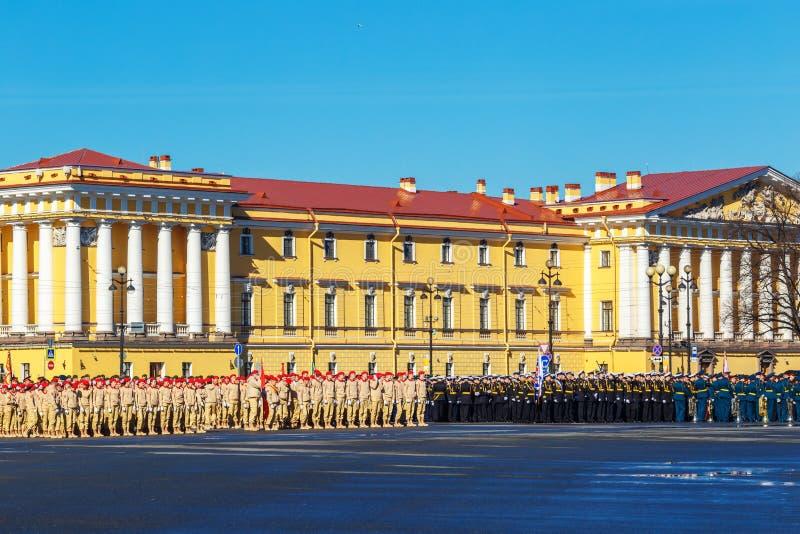 军事游行的排练对胜利天 2018年,可以6,圣彼德堡 库存照片