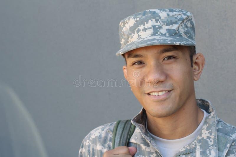 军事英俊的亚裔军队人 免版税库存照片