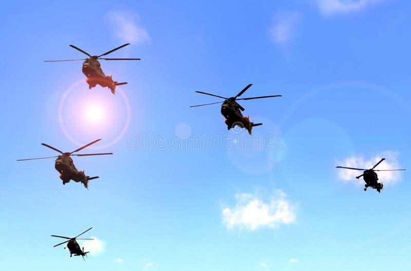 军事直升机游行在蓝天下 库存图片