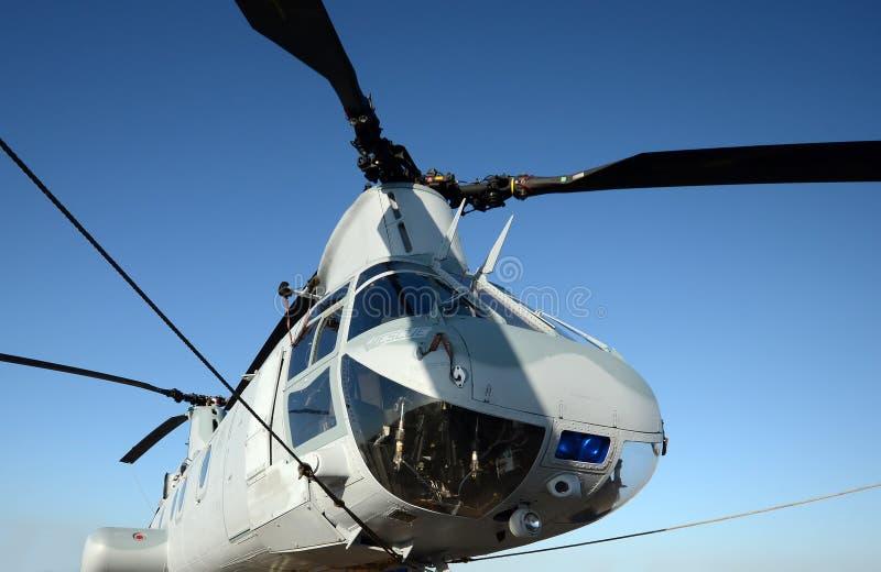 军事直升机鼻子视图 免版税库存照片