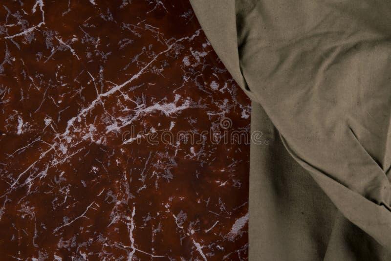 军服的布料,在大理石的背景 免版税图库摄影