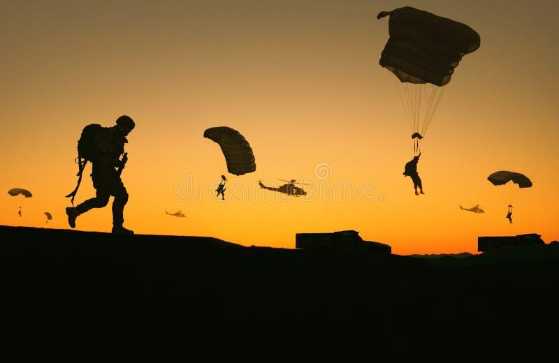 军用直升机、力量和机器在农场 库存照片