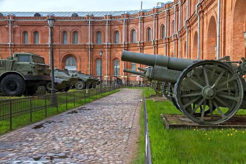军用设备在室外博物馆在圣彼德堡,俄罗斯 库存照片