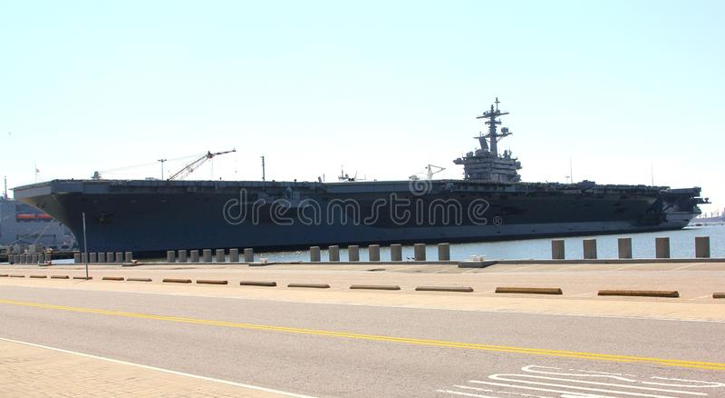 军用飞机载体码头边诺福克弗吉尼亚 库存照片