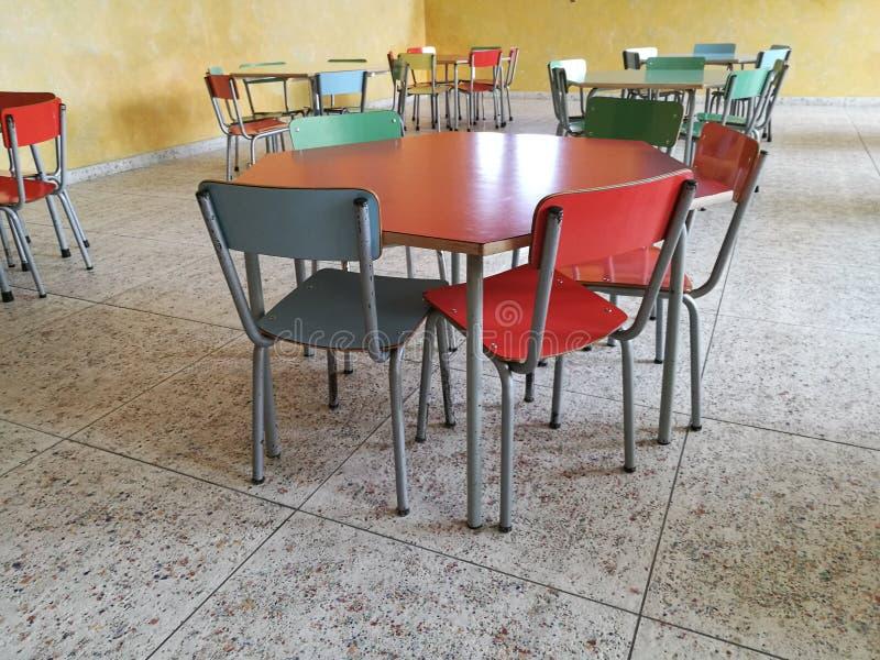 军用餐具书桌学校 库存照片