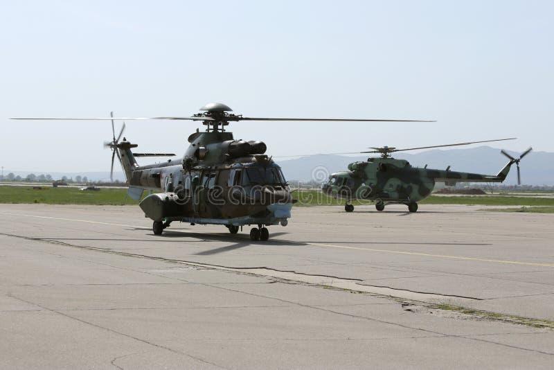 军用直升机在机场 库存照片