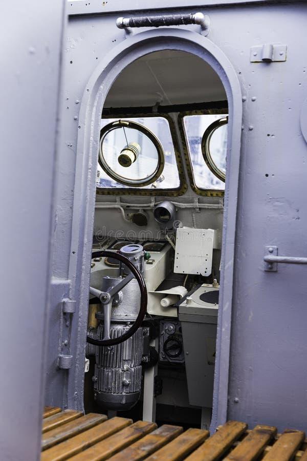 军舰控制桥梁视图,选择聚焦 免版税库存照片