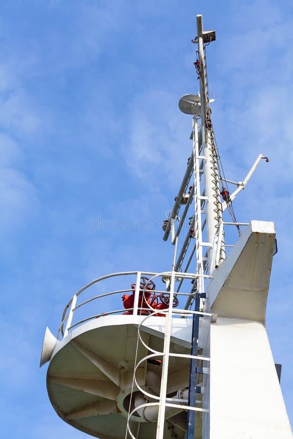 军舰的桥梁在天空的 免版税图库摄影