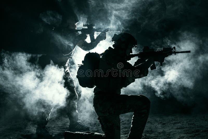 军队战士攻击 库存照片
