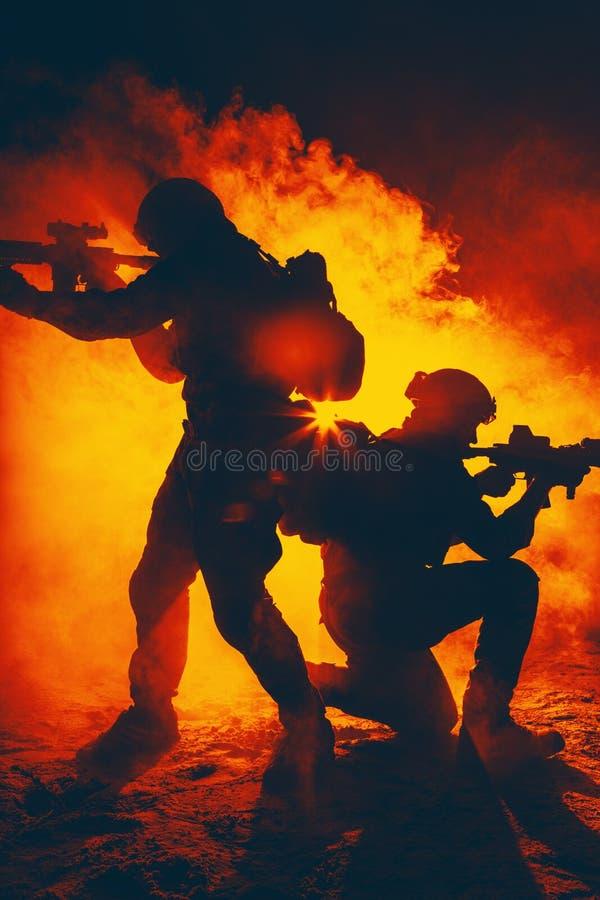 军队战士攻击 免版税库存照片