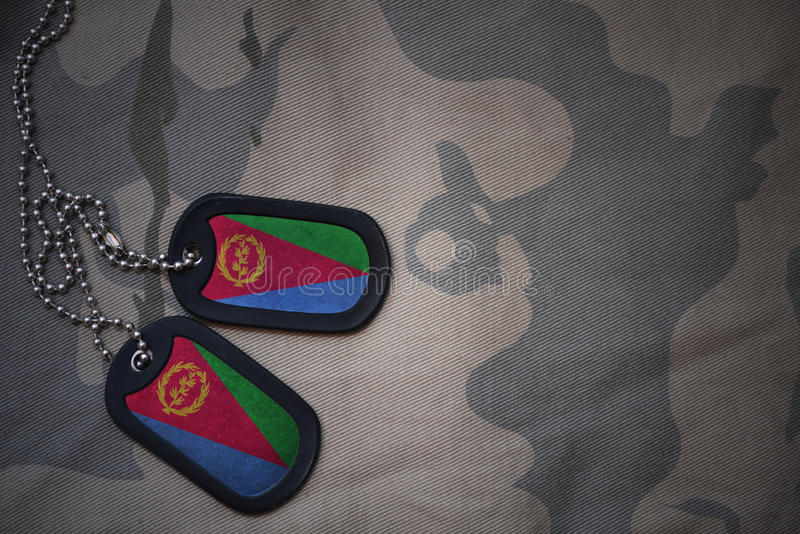 军队空白,与厄立特里亚旗子的卡箍标记卡其色的纹理背景的 库存照片