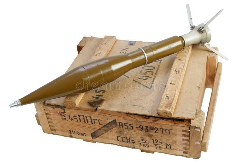军队箱有火箭推进式榴弹的弹药 库存图片