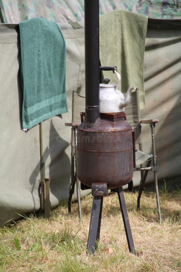 军队野外用的全套炊具火炉 库存照片