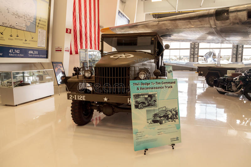 军队绿色1941推托半吨命令和侦察卡车 图库摄影