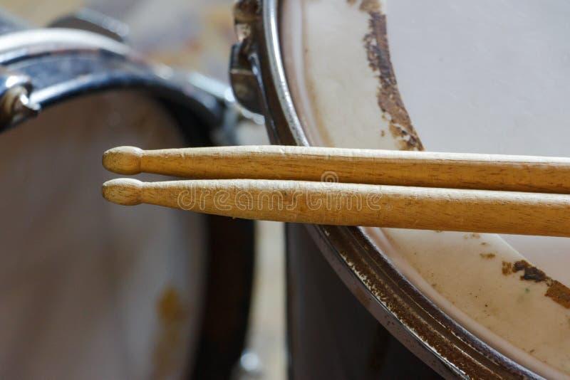 军鼓和鼓槌 图库摄影